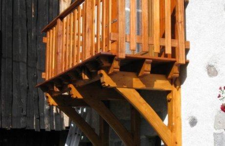 Balcon suspendu sur consoles Saint-Nectaire