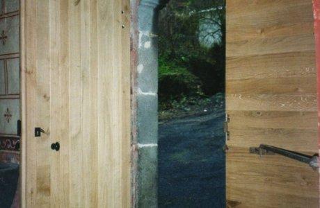 Porte d'église vue ouverte Saint-Nectaire