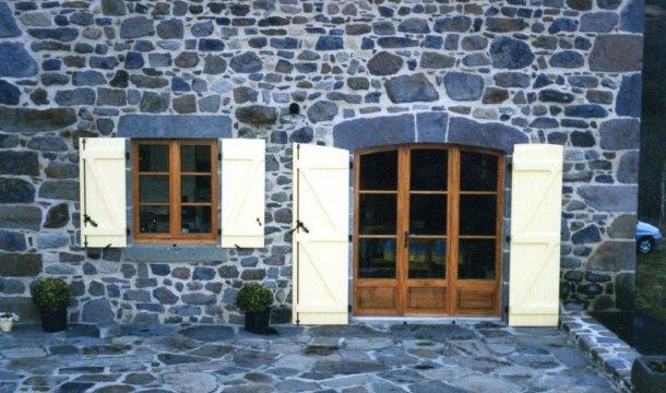 Porte fenêtre cintrée 3 vantaux Saint-Nectaire