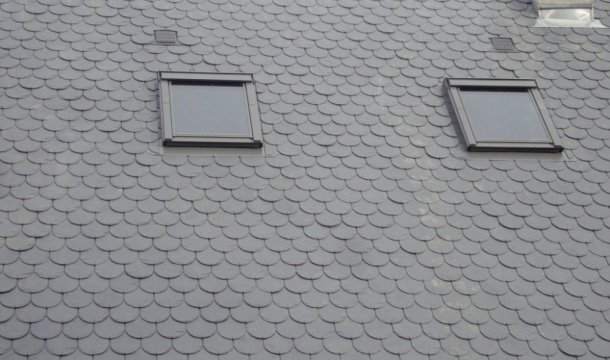 Réfection de toiture avec couverture en Ardoise d'Espagne et velux Saint-Nectaire