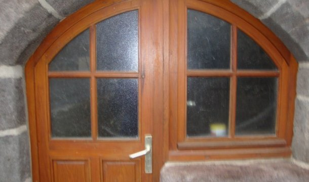 Fenêtre isolante avec sous-bassement et cintrée à petit bois Saint-Nectaire